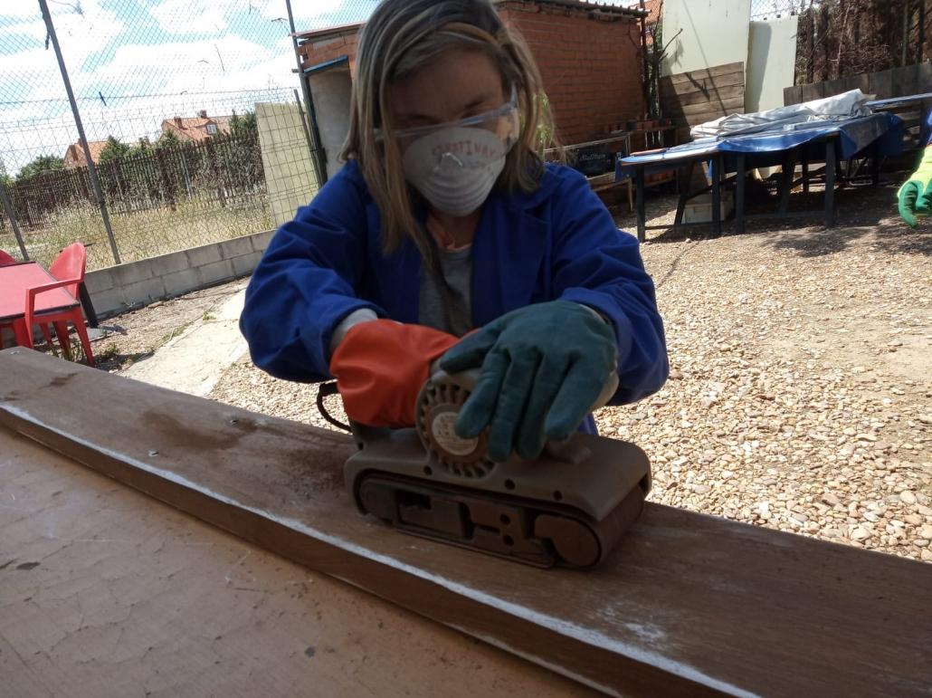 Trabajo en reciclaje del Taller de Medio Ambiente del Centro Ocupacional Los Pinos. Foto: Grupo AMÁS.