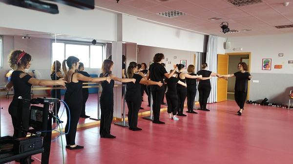 Clase de danza en AMÁS Escena. Foto: Grupo AMÁS.