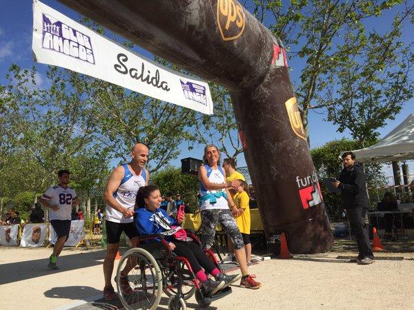 Deportista con discapacidad participando en la VIII Carrera Solidaria. Foto: Grupo AMÁS.