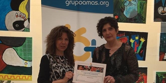 Verónica Escolar y Alicia del Amo, propietarias de Vericia, reciben el diploma de Grupo AMÁS. Foto: Grupo AMÁS.