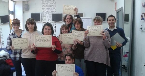 Entrega de diplomas de la Academia de Estética y Peluquería CHS a las alumnas de Grupo AMÁS. Foto: Grupo AMÁS.