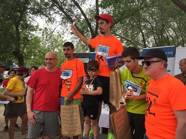 Podium deportistas con discapacidad IX Carrera por la Inclusión. Foto: Grupo AMÁS.