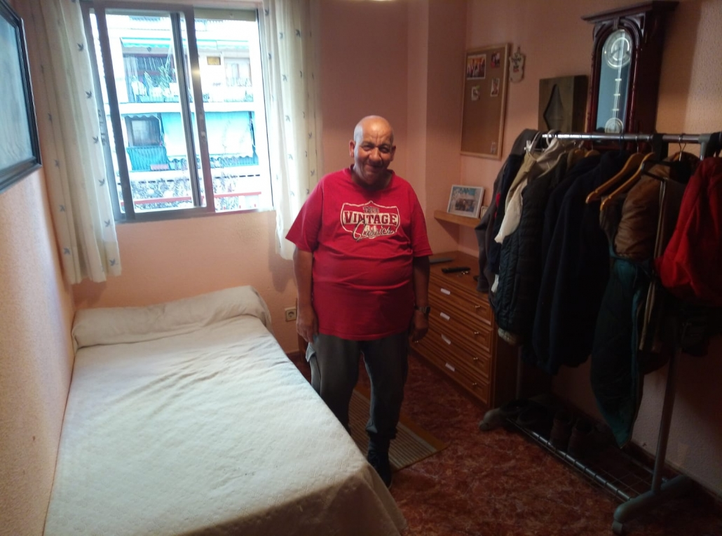 Domingo Ávila, persona del proyecto MayorES+ en su casa. Foto: Grupo AMÁS