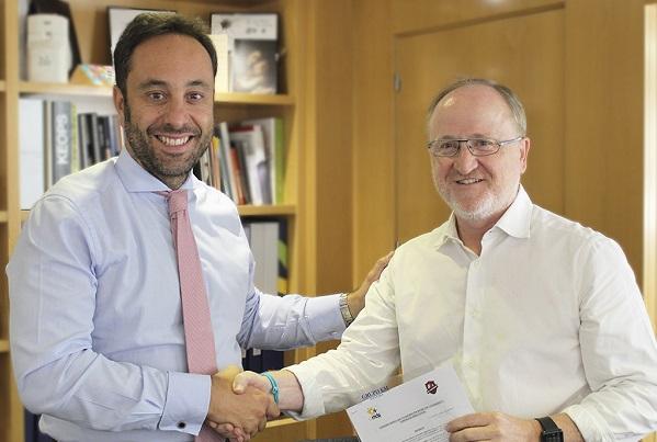 Ismael Carrillo, Director General de Atención a Personas de Grupo AMÁS y Antonio Miguel Expósito, Presidente de CDE Legabasket.