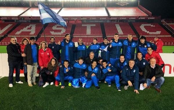 Carlos Pérez e Ismael Carrillo con los jugadores de Grupo AMÁS de C.D. Leganés Genuine. Foto: Grupo AMÁS