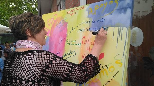 """Mural de valoraciones de la Jornada """"Welcome Familias"""". Foto: Grupo AMÁS."""