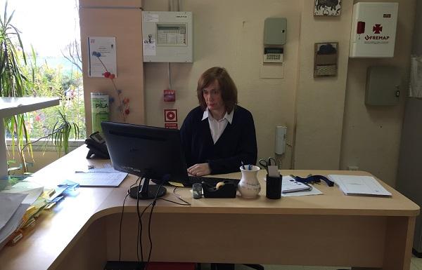 Eva en su puesto de trabajo del Centro Ocupacional Sufragio en Leganés. Foto: Grupo AMÁS.