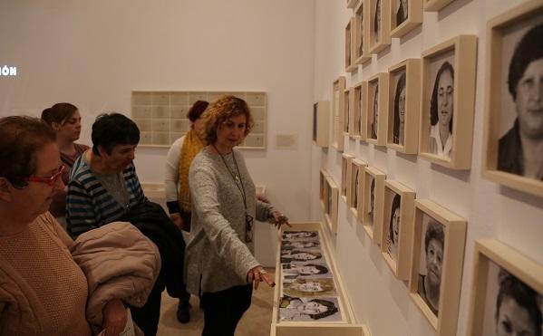 """Visita a la exposición """" El espacio de la memoria"""" en el Museo Thyssen. Foto: Grupo AMÁS."""