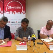 David Lucas, alcalde de Móstoles, Gabriel Ortega, concejal de Cultura y Bienestar Social y Carlos Pérez, Presidente de Grupo AMÁS. Foto: Grupo AMÁS