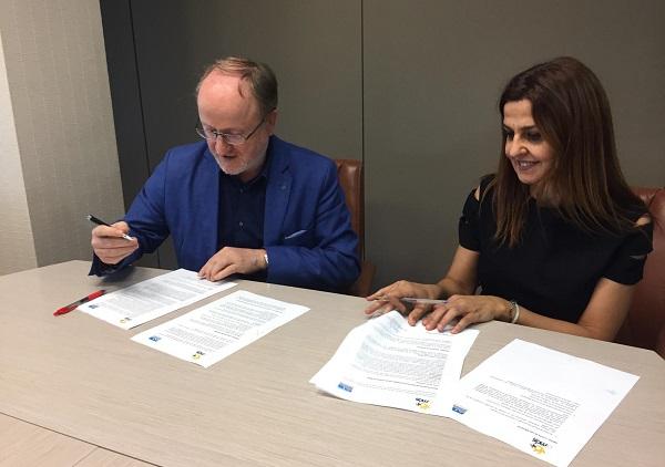 Firma del convenio entre Provivienda y Fundación AMÁS Social. Foto: Grupo AMÁS