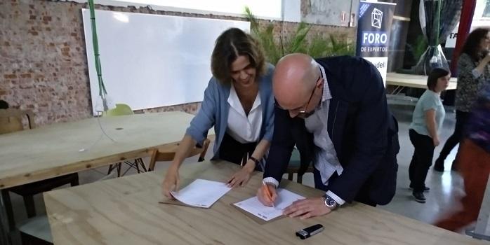 Lucía Ybarra, Vicepresidenta de Factoría Cultural y Óscar García, Director General de Desarrollo Corporativo de Grupo AMÁS. Foto: Grupo AMÁS.