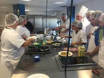 """Formación en """"Ayudante de cocina"""". Foto: Grupo AMÁS."""