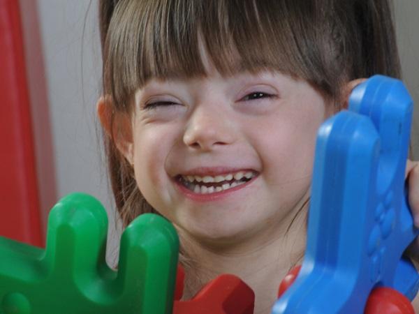 """""""Transforma el futuro de un niñ@"""" Proyecto de Grupo AMÁS en los Presupuestos Participativos de Móstoles. Foto: Grupo AMÁS."""