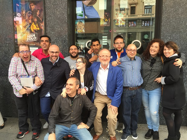 """Protagonistas de la película """"Campeones"""" con representantes de Grupo AMÁS. Foto: Grupo AMÁS."""