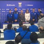 Victoria Pavón, presidenta del C.D. Leganés y Carlos Pérez, presidenta de Grupo AMÁS, en el centro de la imagen durante la presentación del convenio y Liga Genuine. Foto: Grupo AMÁS.