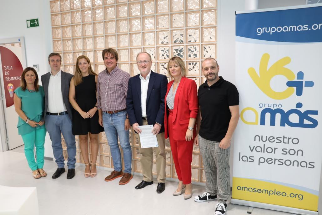 Firma del convenio entre el Ayuntamiento de Fuenlabrada y la Fundación AMÁS Social. Foto: Ayuntamiento de Fuenlabrada