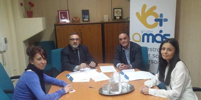 Firma del convenio entre Grupo AMÁS y Clínica Ribera. Foto: Grupo AMÁS.