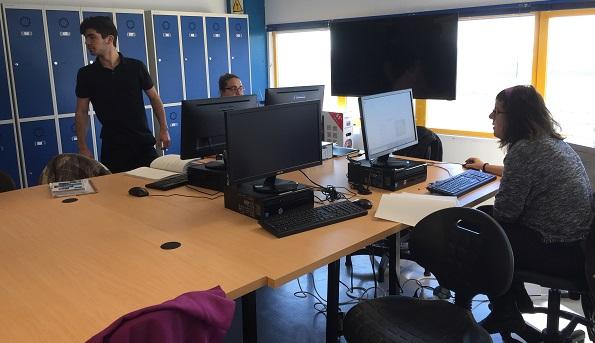Aula de informática en la Escuela de Formación Másymenos. Foto: Grupo AMÁS
