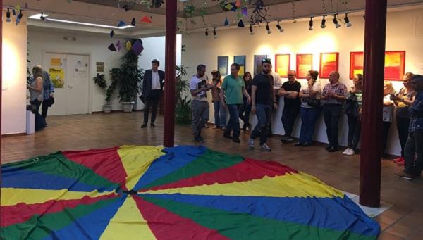 """Inauguración de la exposición """"Un mundo de color"""". Foto: Grupo AMÁS."""
