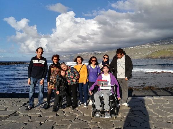 Profesionales y personas con diversidad funcional de Grupo AMÁS en Tenerife. Foto: Grupo AMÁS.