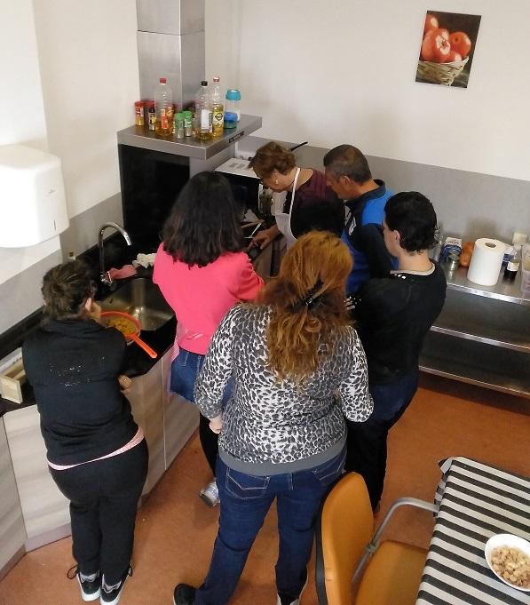 Asistentes al Taller de Cocina de la Red de Apoyos al Empleo. Foto: Grupo AMÁS.