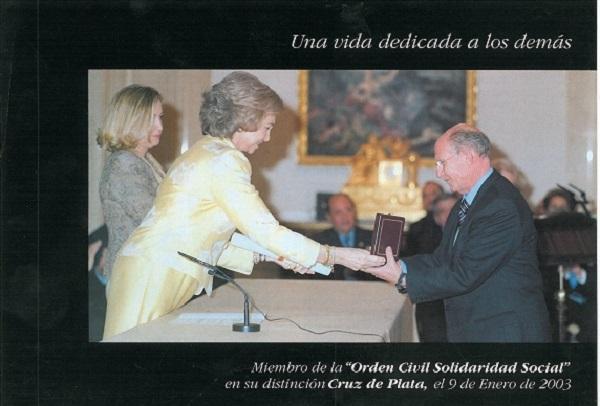La Reina Doña Sofía entrega condecoración a Antonio García Gil, primer presidente de la Asociación Adfypse.