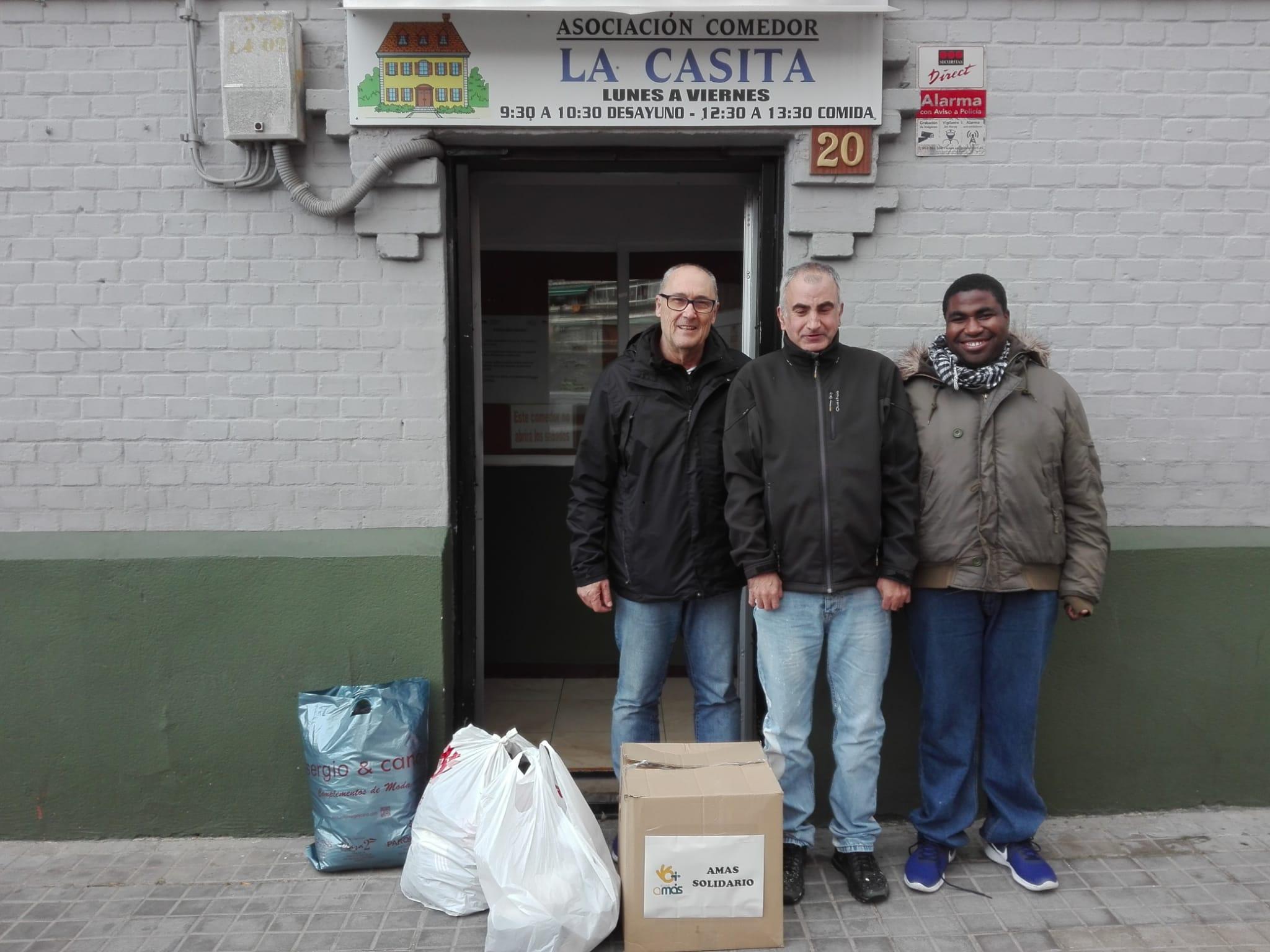 Entrega de alimentos en Asociación La Casita de Fuenlabrada. Foto: Grupo AMÁS