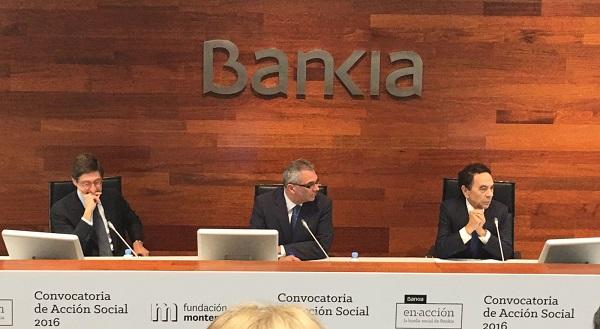 De izquierda a derecha: José Ignacio Goirigolzarri, Presidente de Bankia, Carlos Izquierdo, Consejero de Políticas Sociales y Familia y Jesús Núñez, Presidente de la Fundación Montemadrid. Foto: Grupo AMÁS.