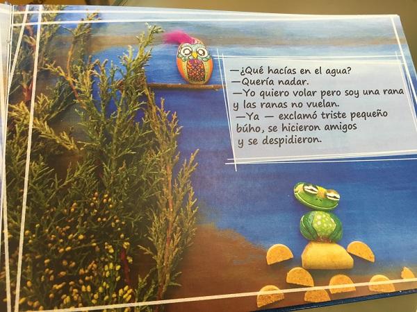 """""""Papás, yo quiero nadar"""" de Teo Delgado. Foto: Grupo AMÁS."""
