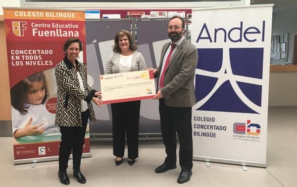 Entrega del cheque a Grupo AMÁS de la Carrera Solidaria Fuenllana 2016. Foto: Grupo AMÁS.