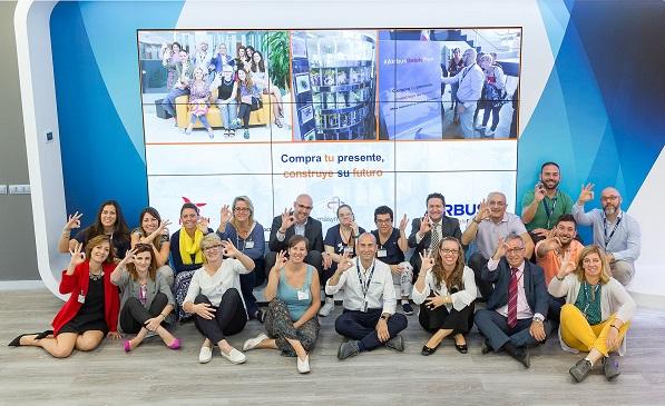 Acto de inauguración en Airbus de la máquina de Vending Solidario de Grupo AMÁS. Foto: Airbus
