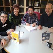 Firma de convenio de colaboración entre AMÁS Fácil y Qurtuba editores . Foto: Grupo AMÁS.