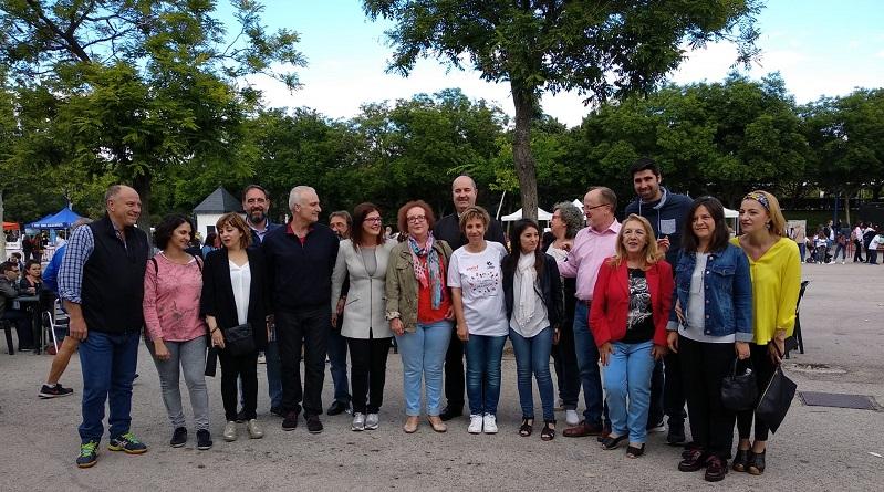 La alcaldesa de Móstoles, Noelia Posse, María Ángeles Sancho Presidenta de Afandem y miembros de la corporación municipal en la XXII Jornada por la Inclusión. Foto: Grupo AMÁS.