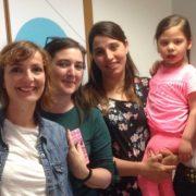 Amelia y Pía, de la Fundación Prójimo Próximo con Nerea y su madre. Foto: Grupo AMÁS.