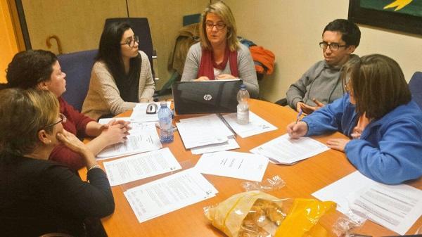 Usuarios, familias y profesionales de Grupo AMÁS adaptan a lectura fácil el régimen interno de sus Centros Ocupacionales. Foto: Grupo AMÁS.