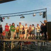 Gabriel Mogollón y Chelo García Parra en el pregón de las fiestas de Móstoles Sur. Foto: Grupo AMÁS.