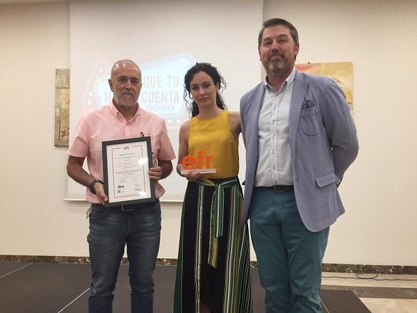 De izquierda a derecha, Carlos Pérez, Presidente de Grupo AMÁS, Sonia Ramírez, Directora de Recursos Humanos y Rafael Fuertes, Presidente Fundación Más Familia. Foto: Grupo AMÁS.