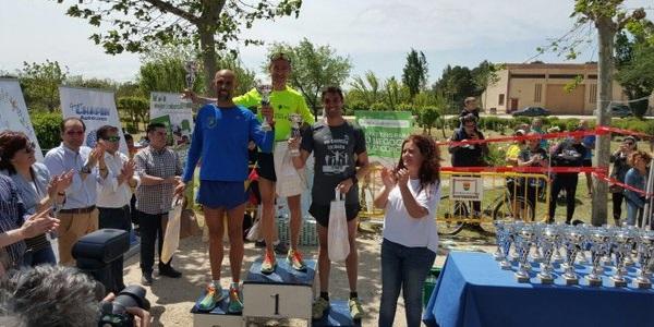 Momento de entrega de premios en la VIII Carrera Solidaria de Club Amigos. Foto: Grupo AMÁS.