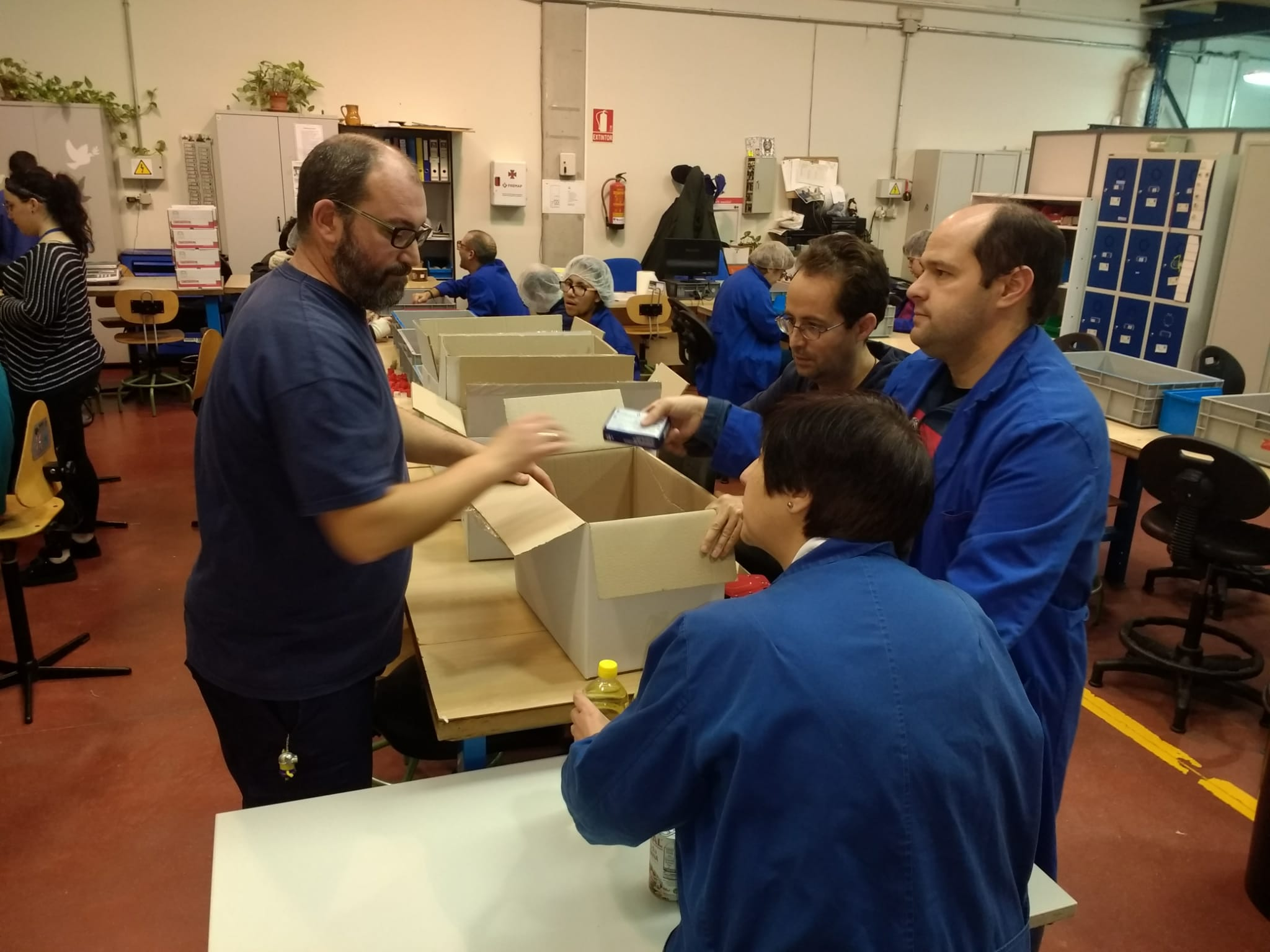 Campaña recogida de alimentos en COFOIL Regordoño en Móstoles. Foto: Grupo AMÁS