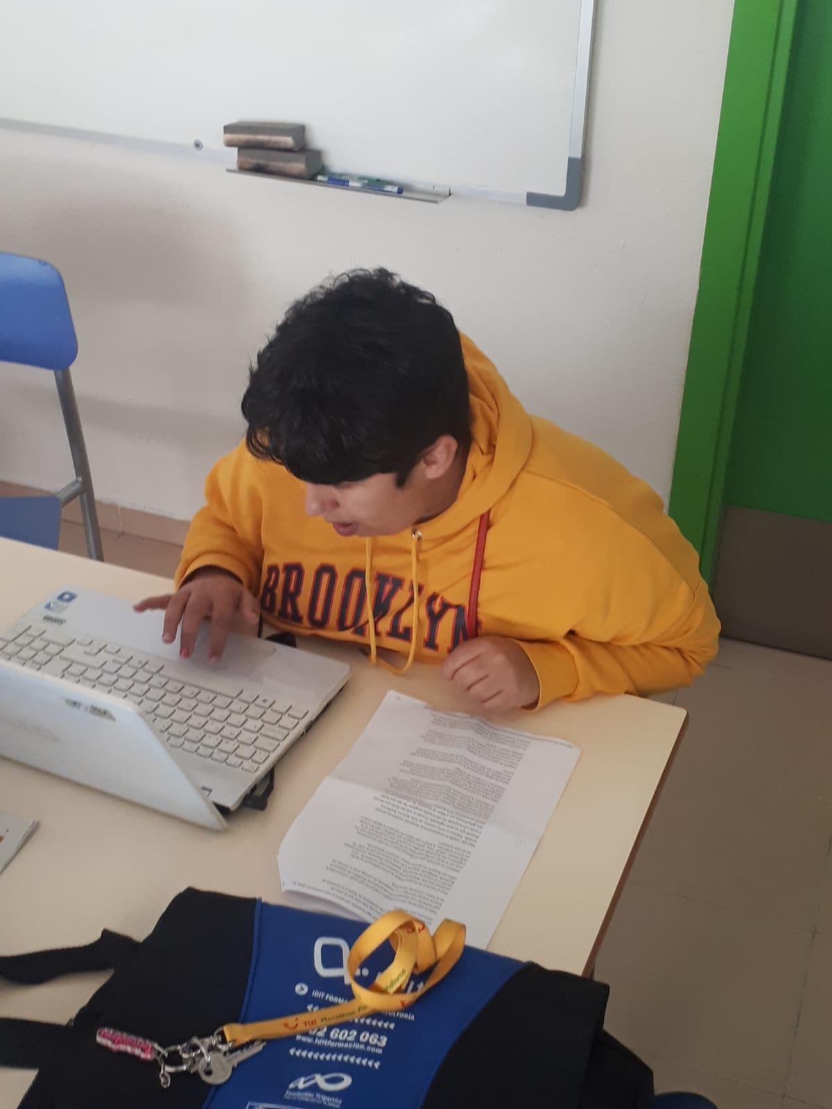 Proceso de adaptación a Lectura Fácil. Foto: Grupo AMÁS