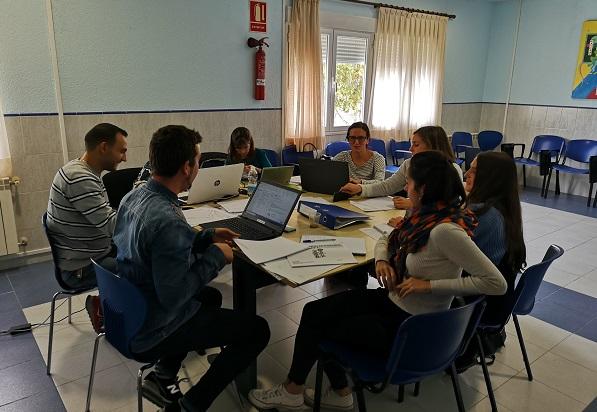 Equipo de trabajo interdisciplinar de profesionales de Grupo AMÁS y Fundación Juan XXIII Roncalli. Foto: Grupo AMÁS.