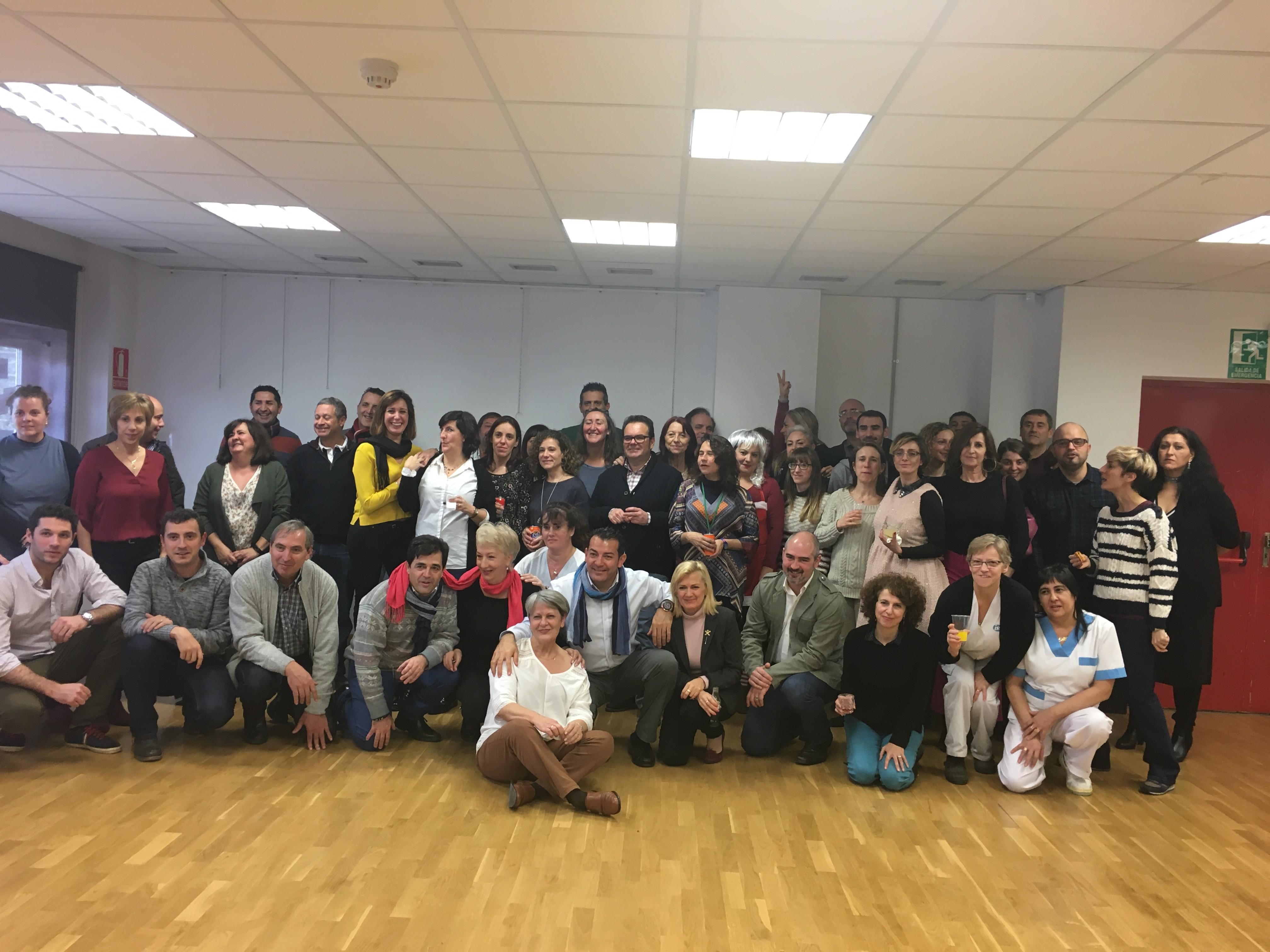 María Ángeles Sancho junto con la plantilla de profesores y trabajadores de la Escuela de hostelería y Turismo Simone Ortega