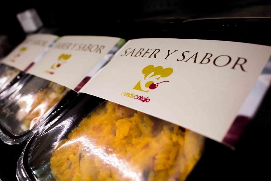 """Barqueta de comida """"Saber y sabor"""". Foto: Grupo AMÁS."""