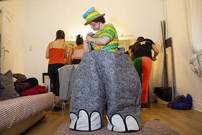 """Ana Martín con el vestuario del musical """"Dumbo"""". Foto: Grupo AMÁS"""